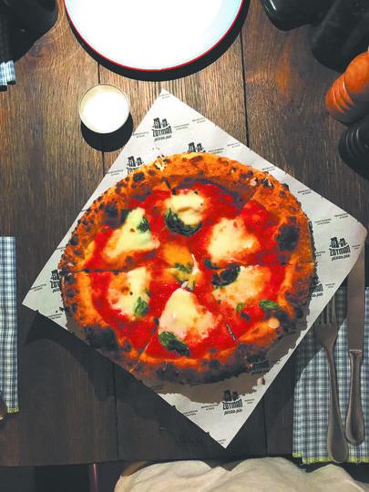 """Пицца """"Маргарита Буффало"""" в Zotman Pizza Pie. Фото """"Metro"""""""