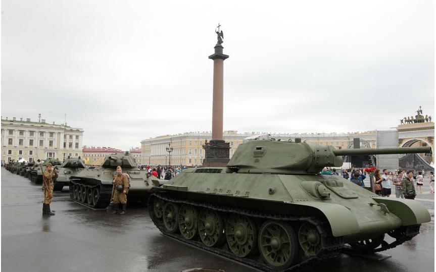 Парад военной техники 2017 года. Фото gov.spb.ru