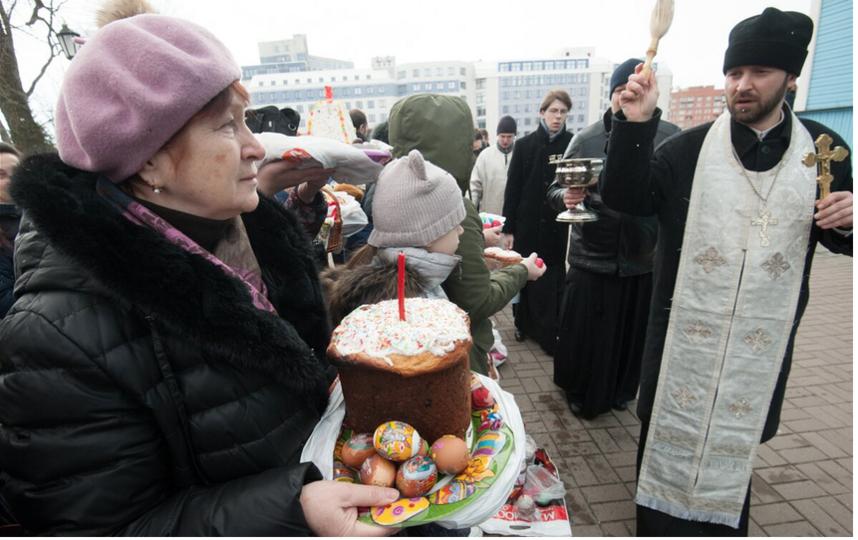 "Накануне Пасхи православные освящают куличи. Фото ""Metro"""