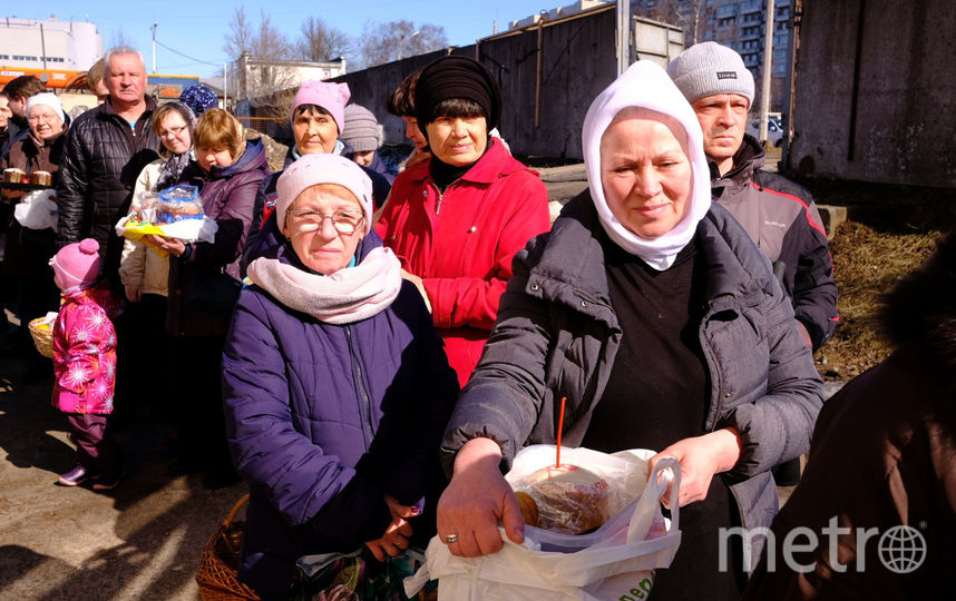 "Петербуржцы освятили куличи и яйца. Фото Святослав Акимов, ""Metro"""