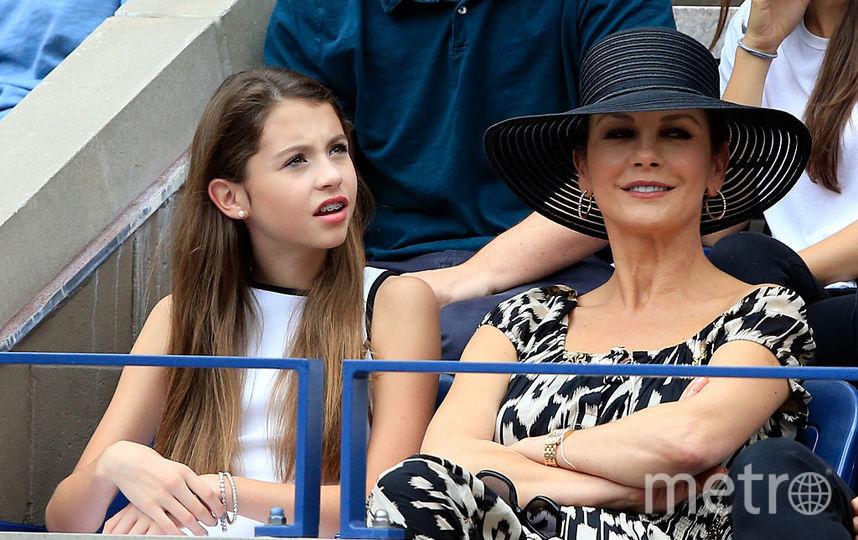 Дочь Кэтрин Зета-Джонс растет копией своей матери