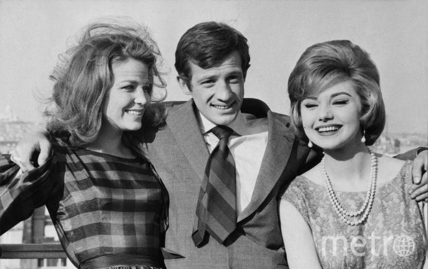 Жан-Поль Бельмондо с актрисами в 1960 году. Фото Getty