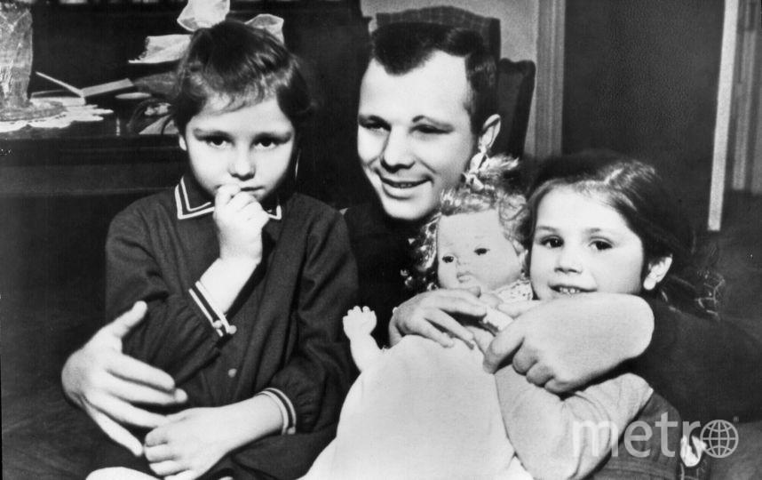 Юрий Гагарин со своими дочерьми. Фото Фото предоставлено музеем