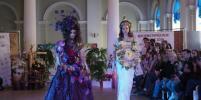 Флористическое дефиле в Петербурге: Богов и демонов одели в цветы