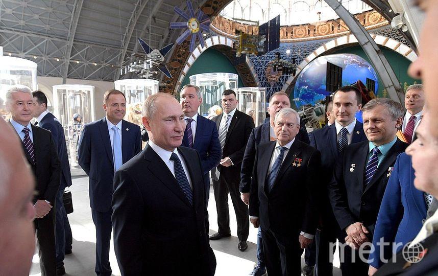 В ходе посещения павильона «Космос» на ВДНХ. Фото kremlin.ru