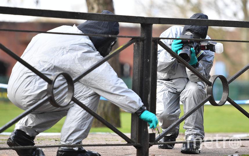 Эксперты Организации по запрещению химического оружия исследуют дом Скрипалей в Солсбери. Фото AFP