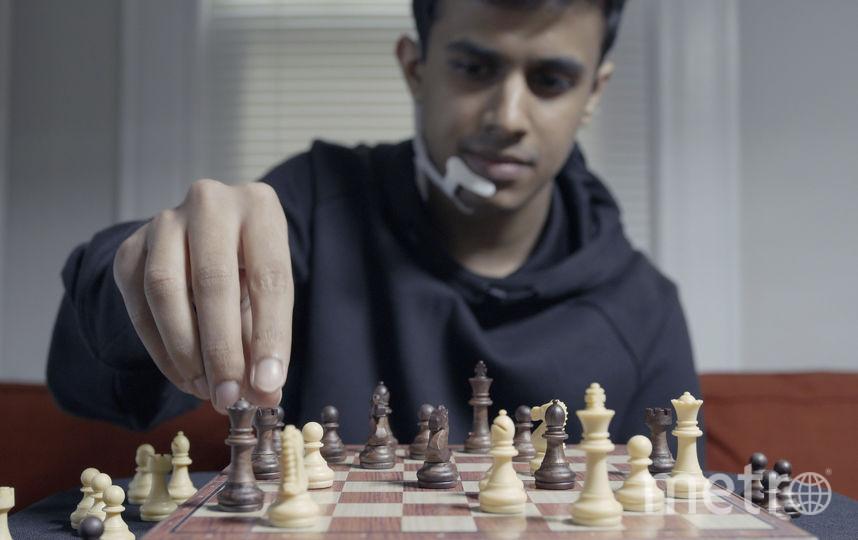 Учёные описывают эксперимент с шахматной игрой, когда игрок мысленно передавал ходы противника компьютеру, получая ответы с самыми лучшими ходами. Фото MIT MEDIA LAB