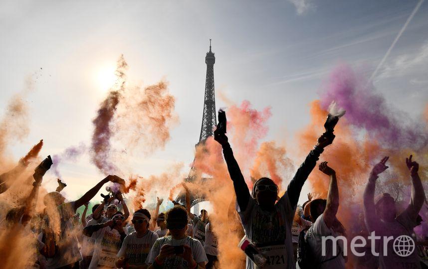 """""""Красочный забег"""" – это нечто среднее между спортивными мероприятиями и фестивалями красок Холи, популярных во многих городах мира. Праздник цветов и любви Холи распространился из Индии, где это событие является традиционным. Фото AFP"""