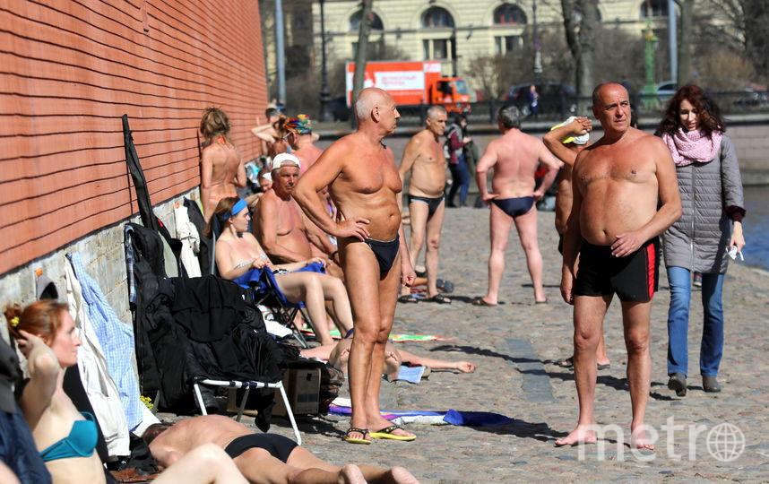 У Петропавловской крепости уже купались и загорали. Фото Георгий Поляков, Интерпресс