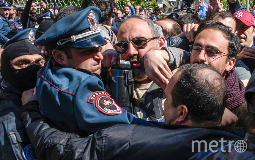 Митинги противников Саргсяна в Ереване идут третьи сутки. Фото AFP