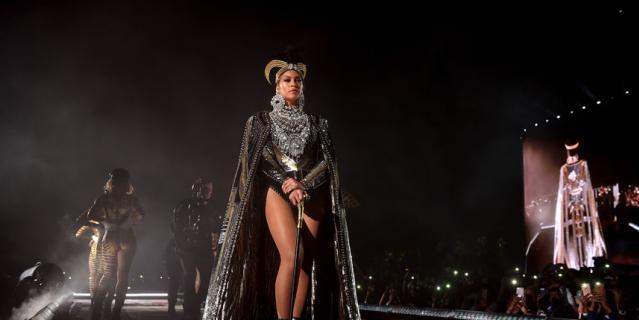 Бейонсе тоже удивила нарядами на Coachella-2018.