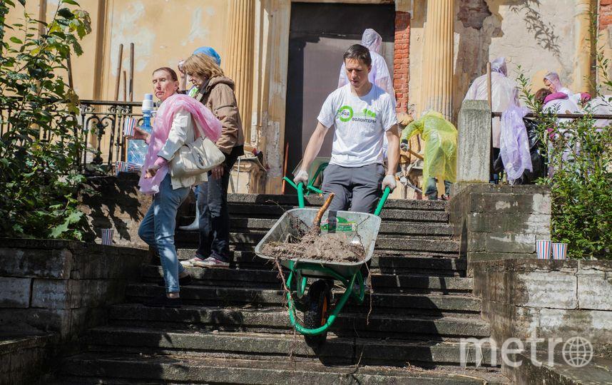 В прошлом году волонтёрский субботник проходил в усадьбе «Михайловка». Фото  vk.com/openspbinfo