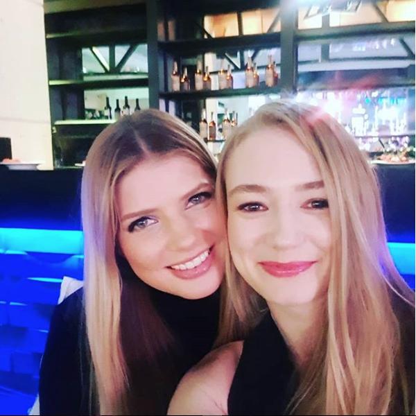 Актрисы Оксана Акиньшина и Настя Задорожная. Фото Скриншот instagram.com/akinshok2013/.