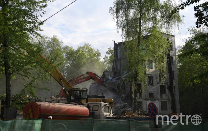 Снос выселенного аварийного пятиэтажного дома в Москве (архивное фото). Фото РИА Новости