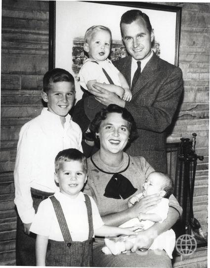 Архивные фото семьи Буш. Фото Getty
