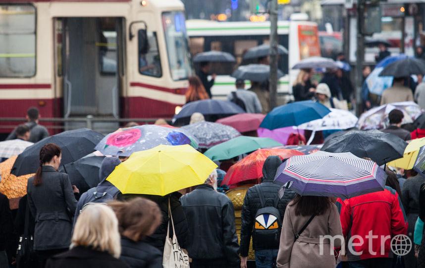 """Дождь в Петербурге - возможность показать красивый зонт. Фото Святослав Акимов, """"Metro"""""""