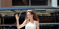 Видео, как Анджелина Джоли управляет самолётом, появилось в Сети