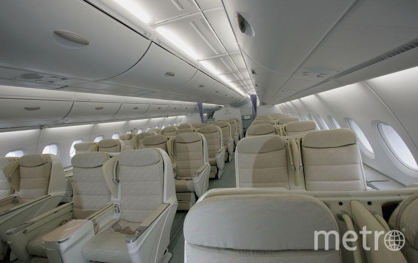 По словам авторов разработки, вертикальные кресла весят в два раза меньше стандартных и позволяют увеличить пассажировместимость на 20%. Фото Getty