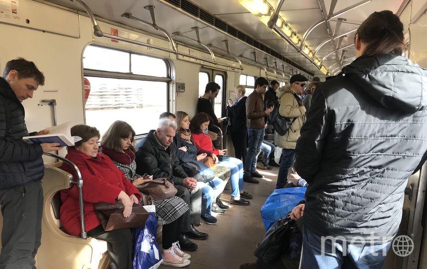 """25-летний Виталий (на переднем плане) и седой мужчина (в центре) поменялись местами после вмешательства корреспондента Metro. Фото Мария Беленькая., """"Metro"""""""