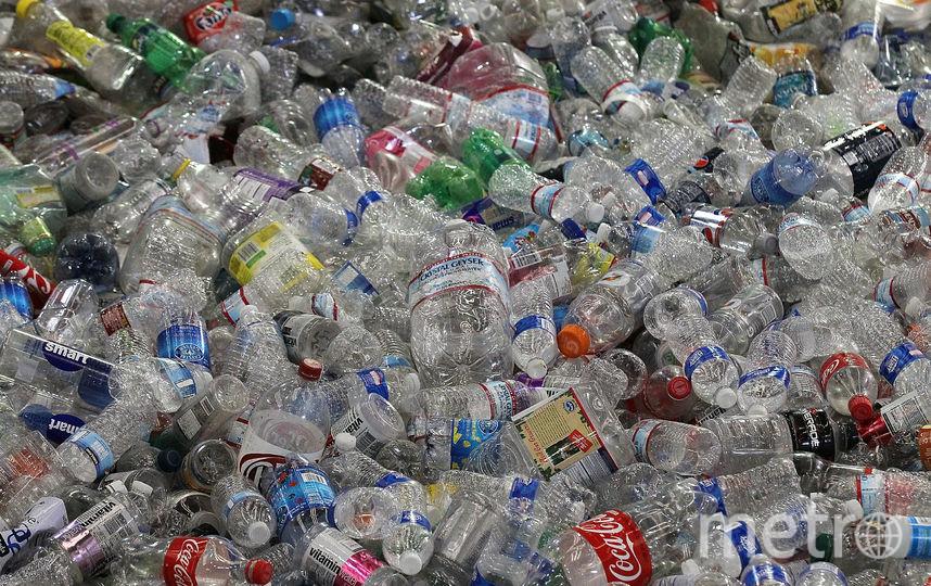 """Мало кто из нас в курсе, что пластик """"прячется"""" даже в воде, которую мы пьём. Фото Getty"""