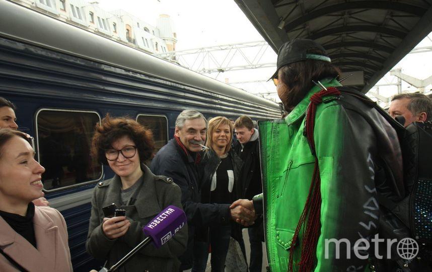 Филипп Киркоров приехал вПетербург сдетьми