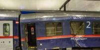 В Австрии два пассажирских поезда врезались в друг друга: фото с места происшествия