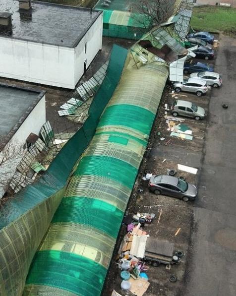 Москвичи и жители подмосковья публикуют фото последствий урагана в соцсетях. Фото Скриншот Instagram: fea77772