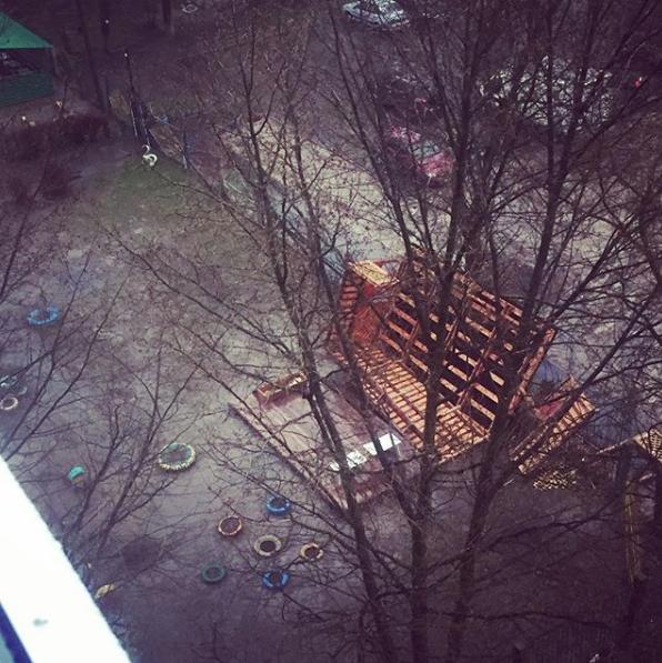 Москвичи и жители подмосковья публикуют фото последствий урагана в соцсетях. Фото Скриншот Instagram: xxxvaleraxxx
