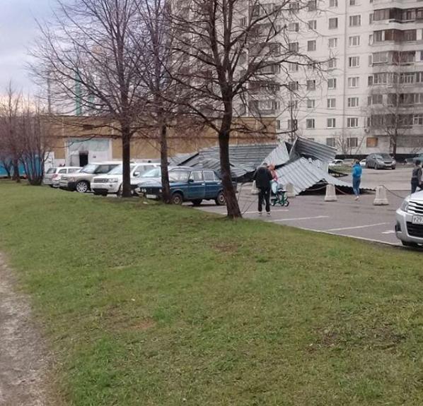 Москвичи и жители подмосковья публикуют фото последствий урагана в соцсетях. Фото Скриншот Instagram: tasha29.83
