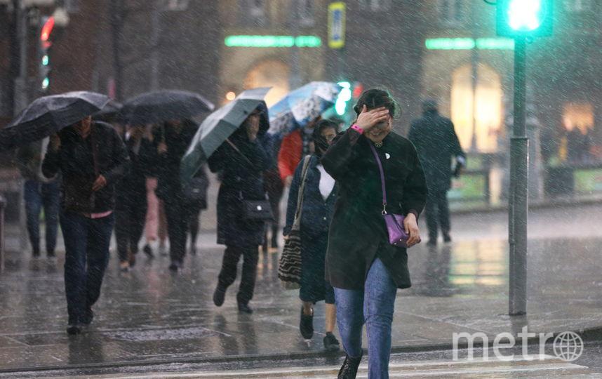Горожане оказались беспомощными перед стихией. Фото Михаил Терещенко | ТАСС