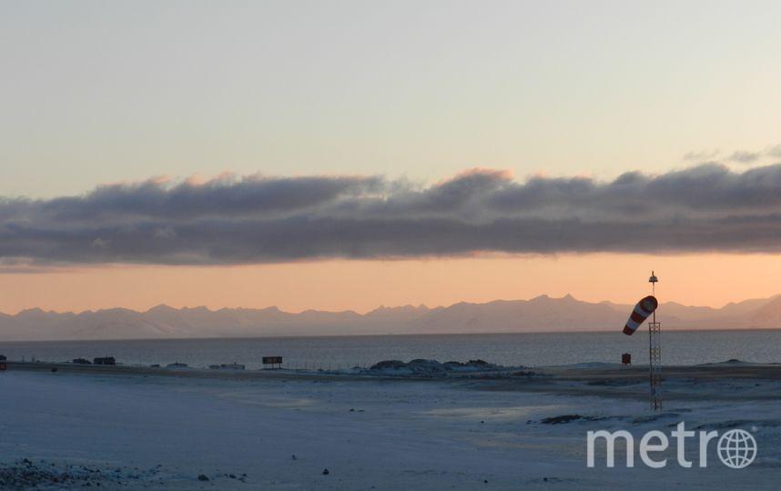 """Посадка в аэропорту Свальбарда. Он располагается у подножья горы Платобергет в 3-х километрах на северо-запад от Лонгйира и является самым северным в мире гражданским аэропортом. Фото Виктор Олейник, """"Metro"""""""