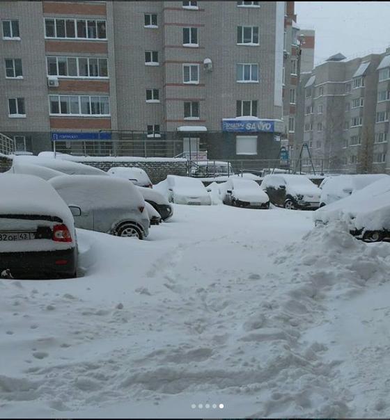 Киров замело снегом. Фото https://www.instagram.com/sm_zaitseva/