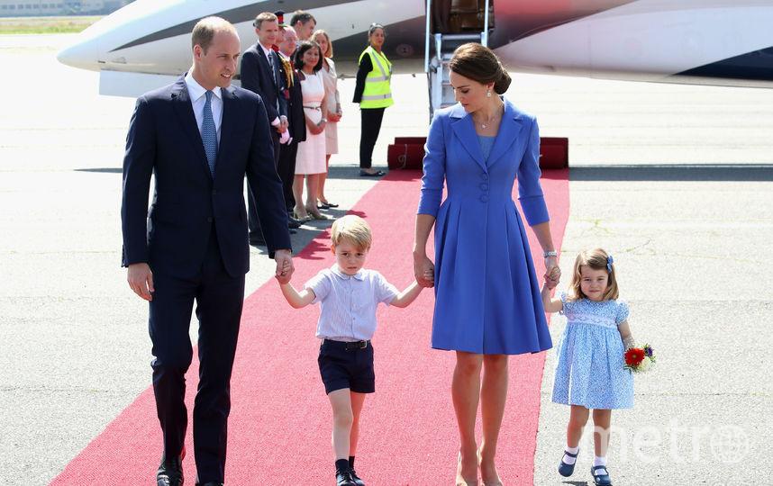 Принц Уильям с Кэтрин и детьми во время официального визита.. Фото Getty