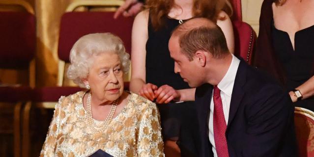 Елизавета II и принц Уильям.