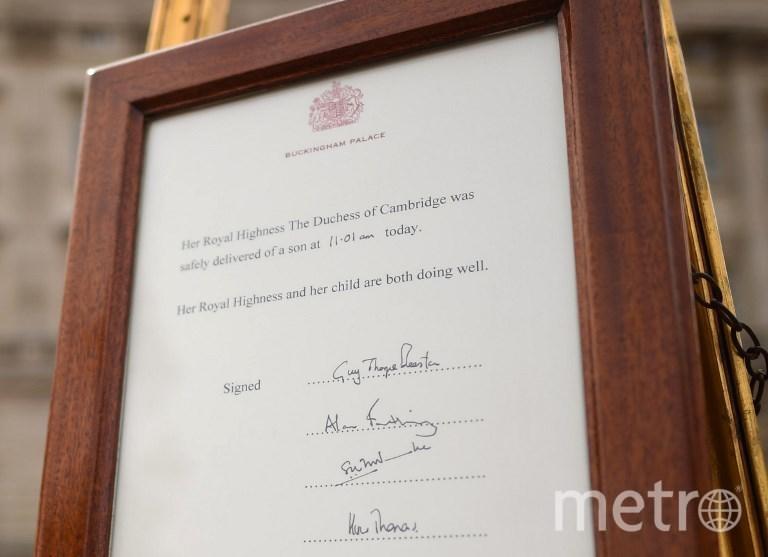Послание о том, что Кейт Миддлтон родила сына. Фото AFP