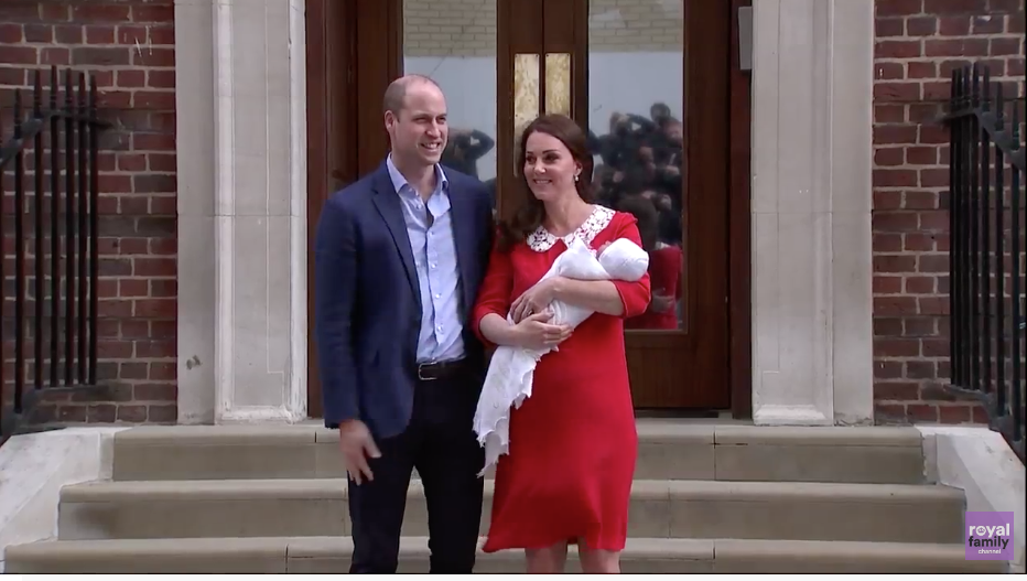 Кейт Миддлтон и принц Уильям. Фото скриншот прямой трансляции Royal Family Channel, Скриншот Youtube