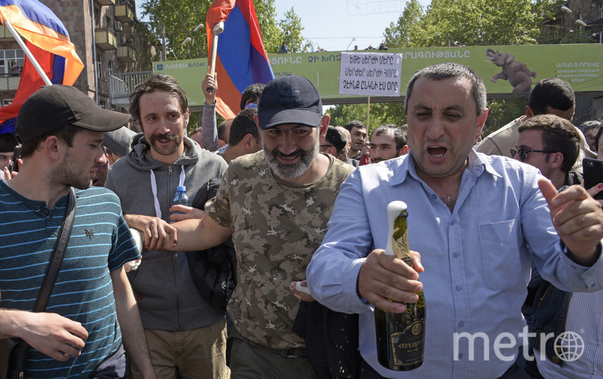 13 апреля в Ереване начались акции против избрания бывшего президента Армении Саргсяна премьером. 17 апреля оппозиция объявила о начале «бархатной революции». В итоге, 23 апреля правительство Армении ушло в отставку. Фото AFP