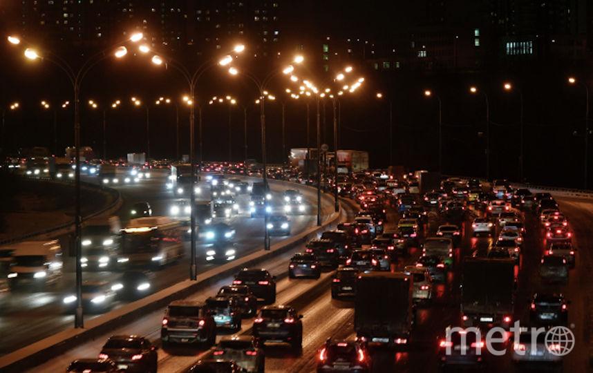 Автомобильное движение на Московской кольцевой автодороге. Фото Максим Блинов, РИА Новости