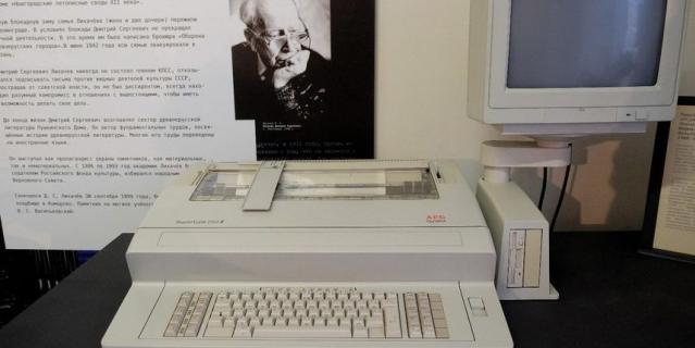 Печатные машинки стали экспонатами. AEG OLIMPIA.