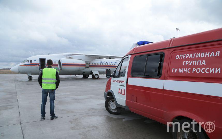 Санрейсом доставили малыша. Он будет лечиться в Петербурге. Фото предоставлены МЧС