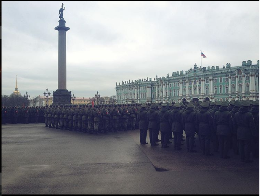 Репетиция парада на Дворцовой 24 апреля. Фото instagram.com/sasha_surovaya