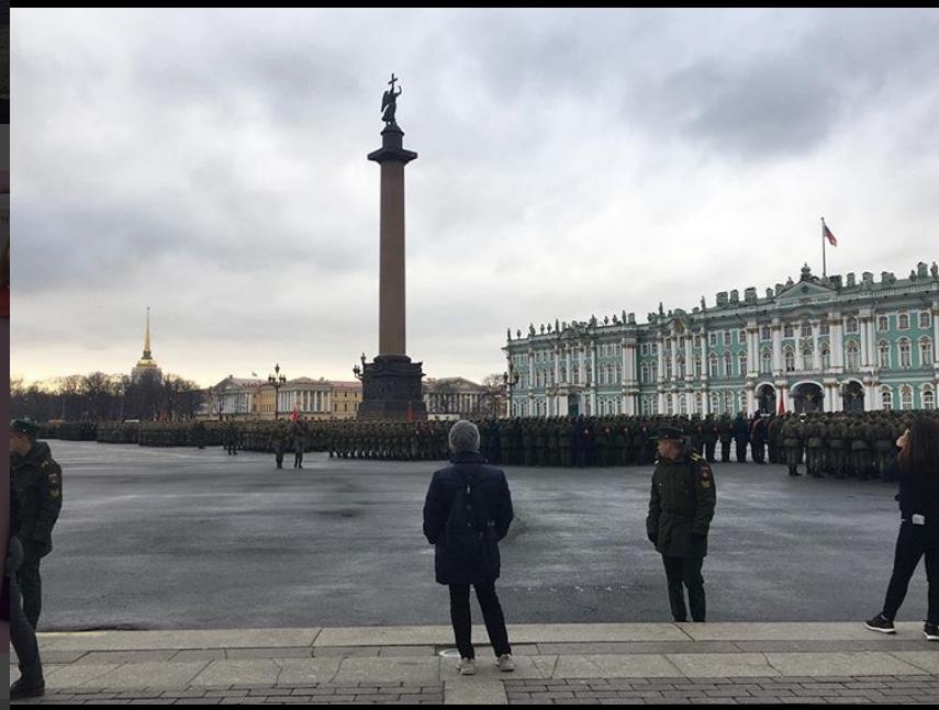 Репетиция парада на Дворцовой 24 апреля. Фото instagram.com/strangegreenlips