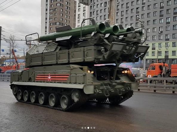 Парад Победы в Москве пройдёт 9 мая. Фото https://www.instagram.com/lena_medyanskaya/