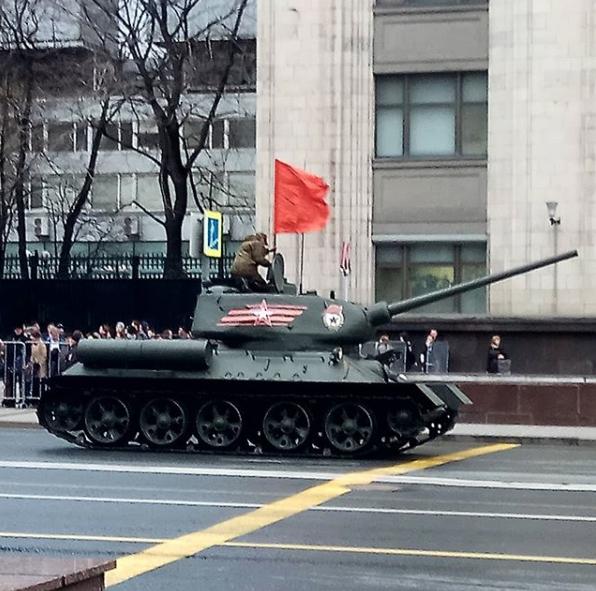 Бронетехника всегда вызывает интерес у москвичей. Фото https://www.instagram.com/avdeevol/