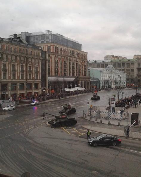 Бронетехника всегда вызывает интерес у москвичей. Фото https://www.instagram.com/koroleff_m/