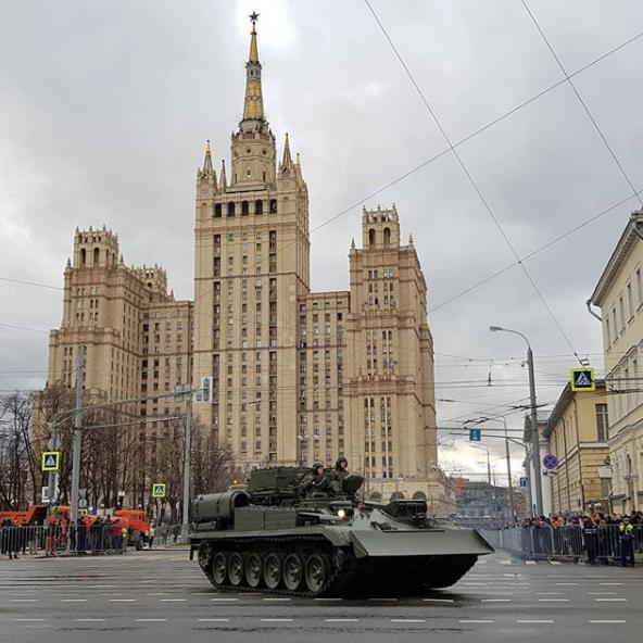 Бронетехника всегда вызывает интерес у москвичей. Фото https://www.instagram.com/_olga_savelyeva_/