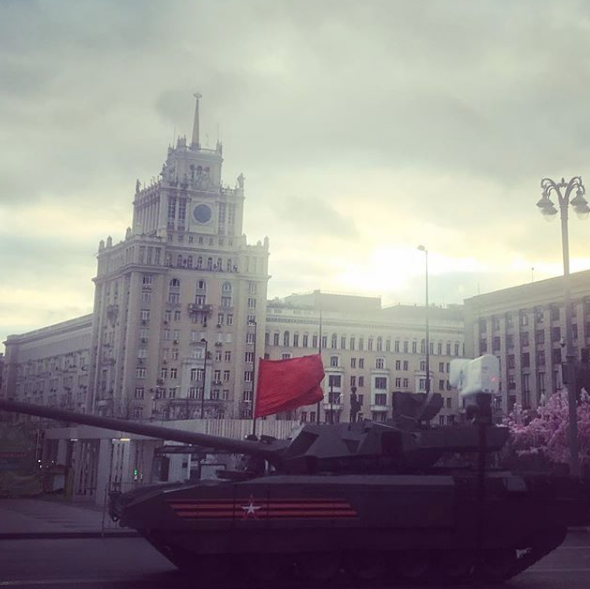 Бронетехника проехала по Москве перед Парадом Победы. Фото https://www.instagram.com/alexey.mirl/