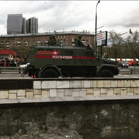 Бронетехника проехала по Москве перед Парадом Победы. Фото https://www.instagram.com/polishabunina/