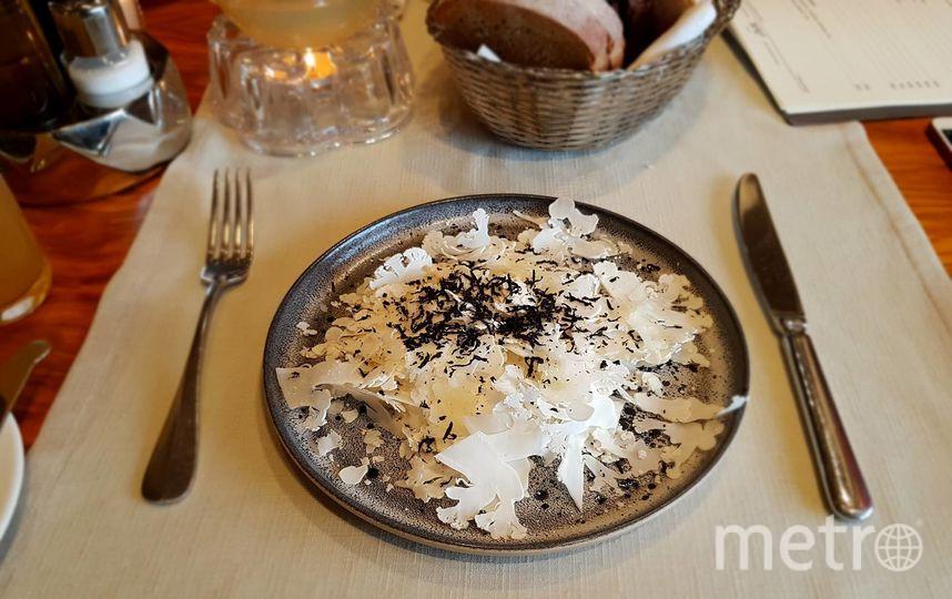 """Цветная капуста, чёрный трюфель и овечий сыр. Фото Мария Беленькая, """"Metro"""""""