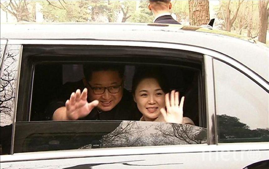В Южную Корею Ким Чен Ын приехал с женой. Фото https://twitter.com/STForeignDesk